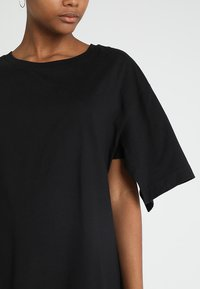 Cheap Monday - UP SLICE TEE - T-shirt con stampa - black - 4