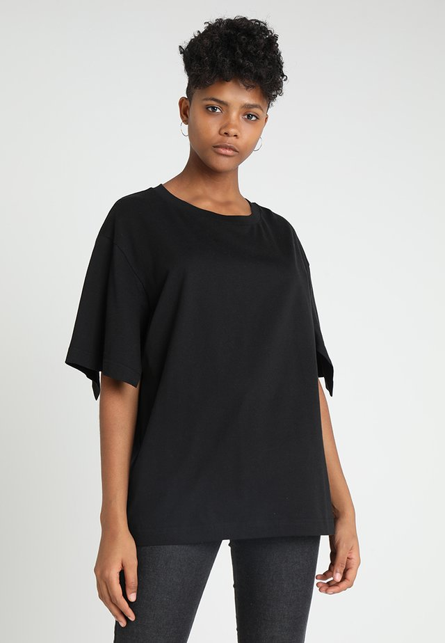 UP SLICE TEE - T-shirt con stampa - black