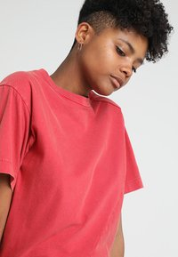 Cheap Monday - SHOCK BODYSUIT - T-shirt basic - fiction red - 3