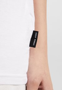 Cheap Monday - STANDARD TEE - T-paita - white - 4