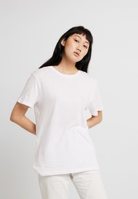 Cheap Monday - STANDARD TEE - T-paita - white - 0