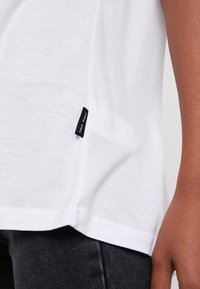Cheap Monday - PERFECT SLICE TEE - Print T-shirt - white - 4
