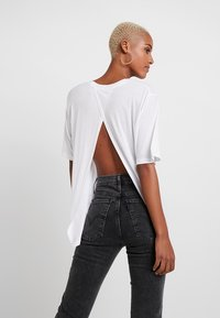 Cheap Monday - PERFECT SLICE TEE - Print T-shirt - white - 2