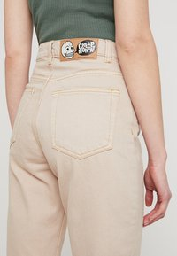 Cheap Monday - DONNA - Jeans relaxed fit - off pink - 3