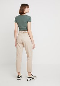 Cheap Monday - DONNA - Jeans relaxed fit - off pink - 2