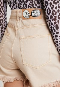 Cheap Monday - DONNA - Shorts di jeans - off pink - 5