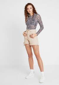 Cheap Monday - DONNA - Shorts di jeans - off pink - 1