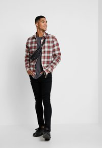 Cheap Monday - FIT SHIRT RELAX CHECK - Camicia - punk red - 1