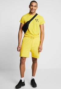 Cheap Monday - DRY - Pantaloni sportivi - solaryellow - 1