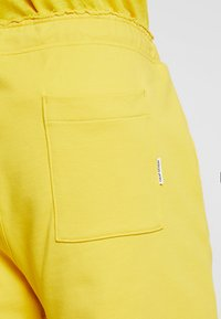 Cheap Monday - DRY - Pantaloni sportivi - solaryellow - 5