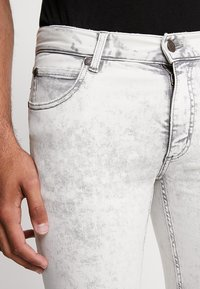 Cheap Monday - HIM SPRAY - Jeans Skinny Fit - average cut white