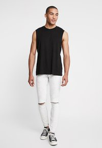 Cheap Monday - HIM SPRAY - Jeans Skinny Fit - average cut white - 1