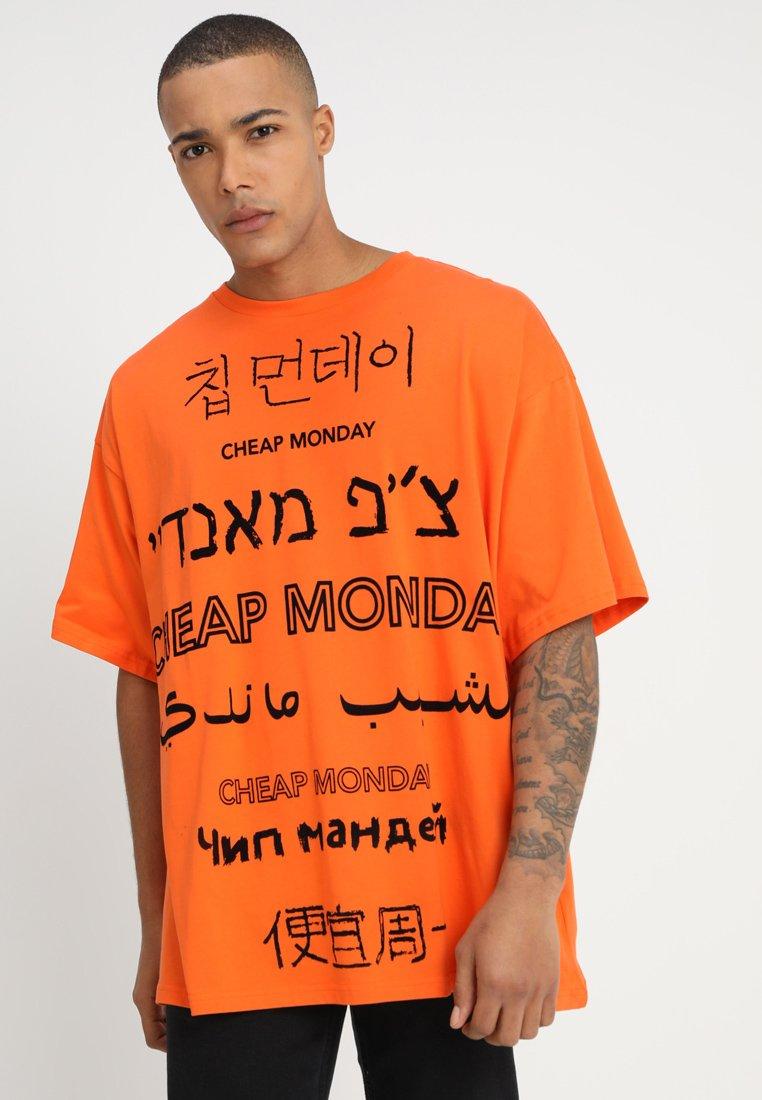 Cheap Monday - MEGA TEE LANGUAGE LOGO - T-shirt imprimé - orange