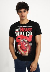 Cheap Monday - STANDARD TEE HEART POSTER - T-shirt con stampa - black - 0