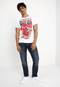 Cheap Monday - STANDARD TEE HEART POSTER - T-shirt con stampa - white - 1