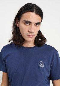 Cheap Monday - STANDARD TEE TINY SKULL - T-shirt basic - deepblue - 4
