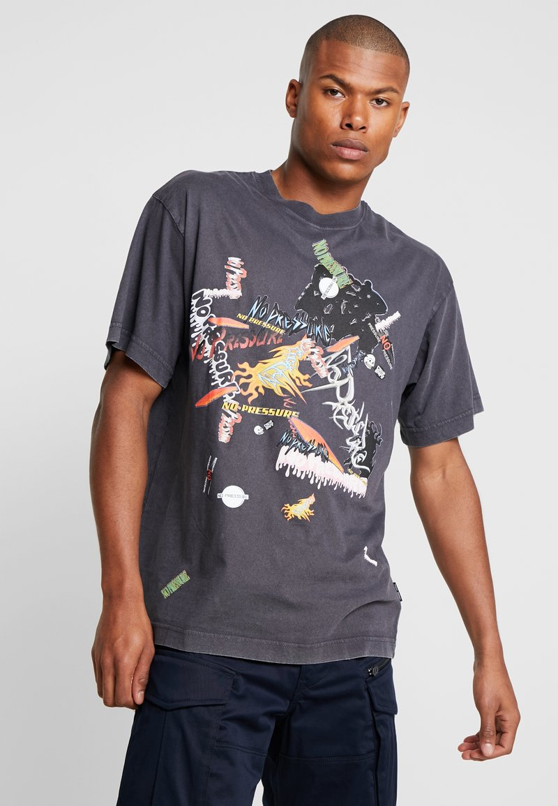 Cheap Monday - UNI TEE STICKERED UP - T-Shirt print - offblack