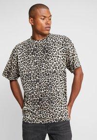 Cheap Monday - UNI TEE - T-shirts med print - cheetah sand - 0