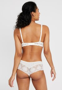 Chantelle - CHAMPS ELYSEES MEMORY FORM SCHALE - Beugel BH - ivory - 2