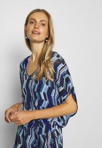 Chantelle - DEEP SEA KAFTAN - Strand accessories - blue waves - 3