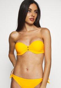 Chantelle - ESCAPE BANDEAU SCHALE - Bikinitoppe - sun - 2