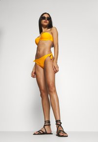 Chantelle - ESCAPE BANDEAU SCHALE - Bikinitoppe - sun - 1