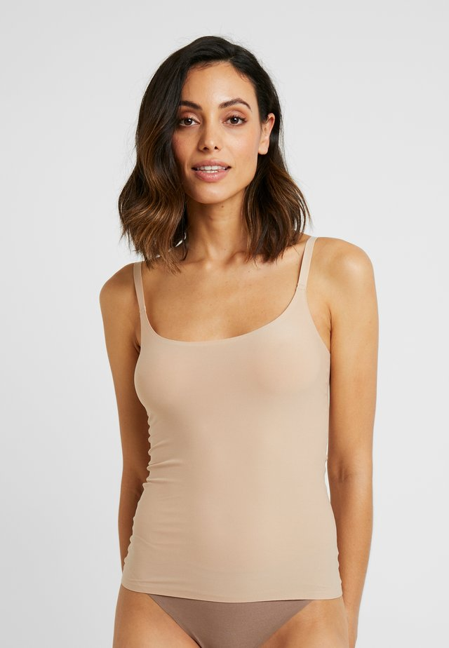 SOFTSTRETCH TOP MIT SPAGHETTITRÄGERN - Undershirt - nude