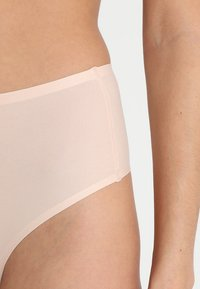 Chantelle - SOFTSTRETCH - String - beige doré - 4