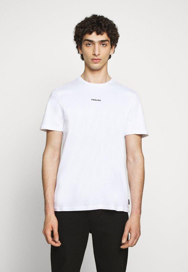 GRAPHIC - Camiseta estampada - raeburn white
