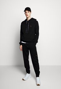 Raeburn - HOODED - Luvtröja - black - 1