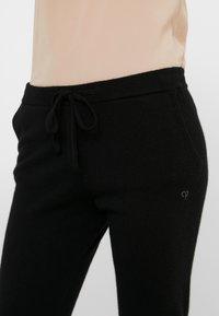 CHINTI & PARKER - ESSENTIALS TRACK PANT - Pantalon de survêtement - black - 4