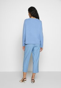 CHINTI & PARKER - CROPPED TROUSER - Bukse - sky blue - 2