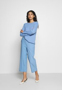 CHINTI & PARKER - CROPPED TROUSER - Bukse - sky blue - 1