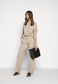 CHINTI & PARKER - ESSENTIALS WIDE LEG PANT - Broek - oatmeal - 1