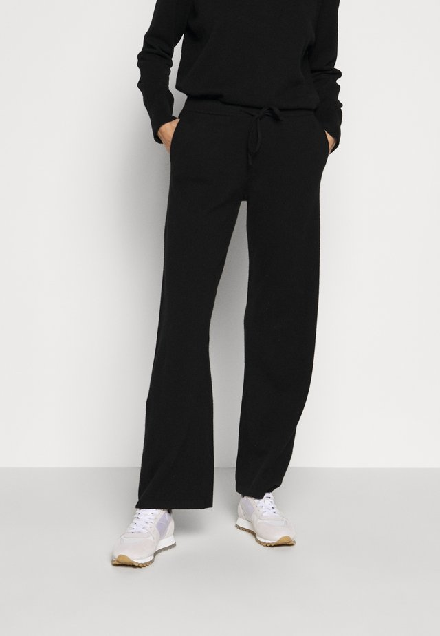 ESSENTIALS WIDE LEG PANT - Tygbyxor - black