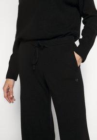 CHINTI & PARKER - ESSENTIALS WIDE LEG PANT - Broek - black - 3