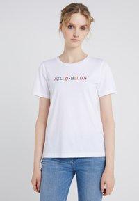 CHINTI & PARKER - HELLO HELLO TEE - Print T-shirt - white - 0