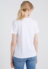 CHINTI & PARKER - HELLO HELLO TEE - Print T-shirt - white - 2