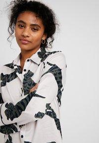 Chalmers - SUZIE SET - Pyjamas - tiger moon grey - 3
