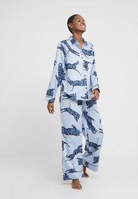 Chalmers - SUZIE SET - Pyžamová sada - tiger dusty blue - 1