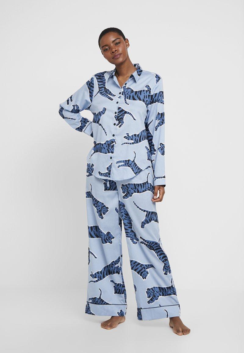 Chalmers - SUZIE SET - Pyžamová sada - tiger dusty blue