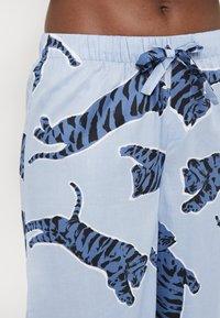 Chalmers - SUZIE SET - Pyžamová sada - tiger dusty blue - 5