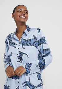 Chalmers - SUZIE SET - Pyžamová sada - tiger dusty blue - 3