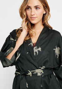 Chalmers - MARGAUX ROBE - Dressing gown - moss - 4