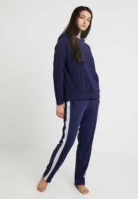 Chalmers - RHONE HOODIE - Pyjamasöverdel - dark blue - 1