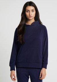 Chalmers - RHONE HOODIE - Pyjamasöverdel - dark blue - 0