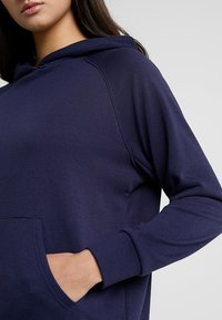 Chalmers - RHONE HOODIE - Pyjamasöverdel - dark blue - 5