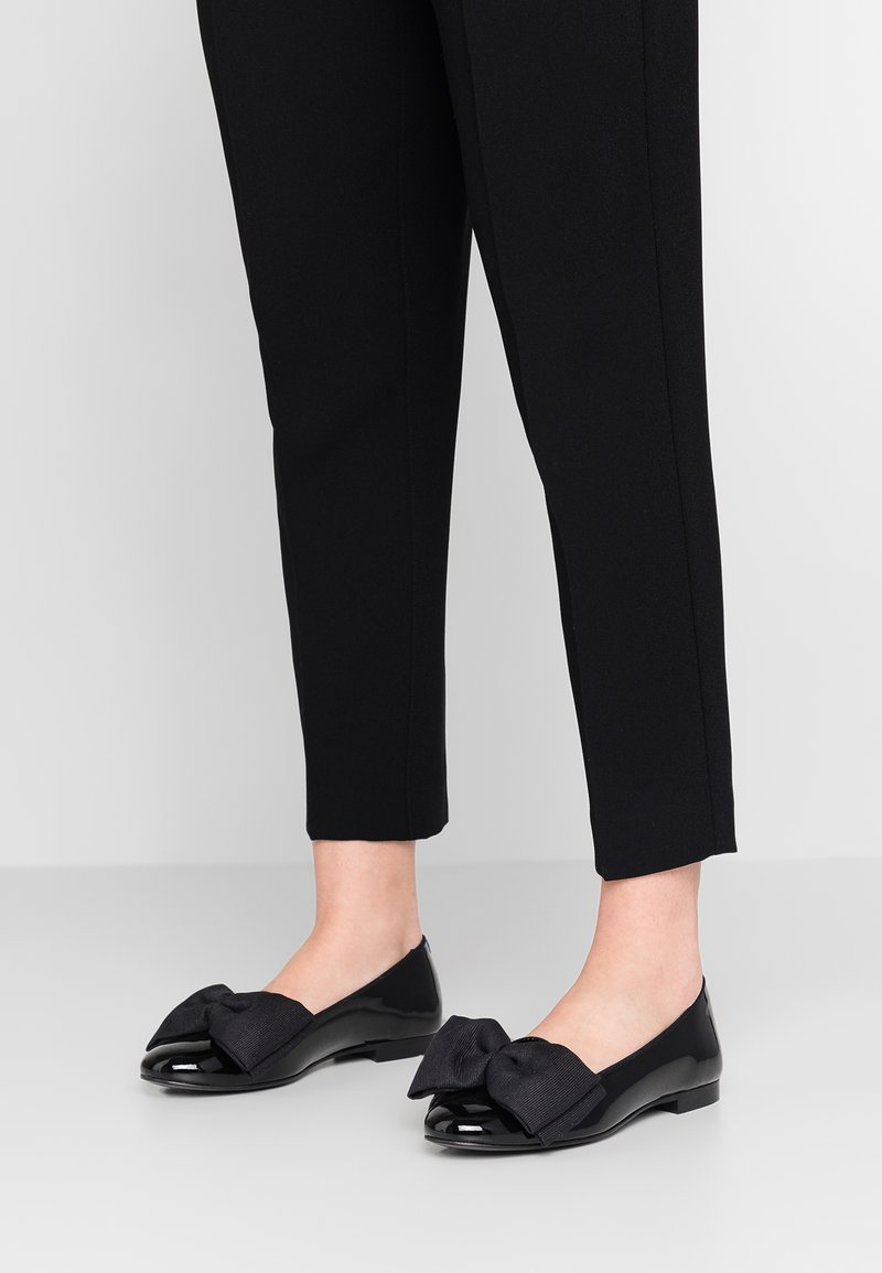 Chatelles - OSCAR OVERSIZE BOW - Loafers - black