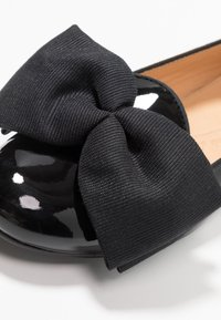 Chatelles - OSCAR OVERSIZE BOW - Loafers - black - 2