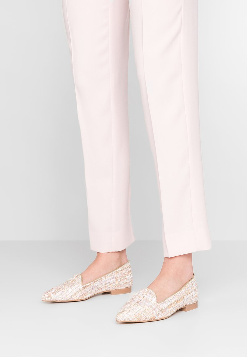 Chatelles - QUENTIN POINTY - Nazouvací boty - pastel beige/gold/pink